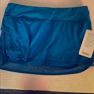 Lululemon women hottie hot skirt sz10